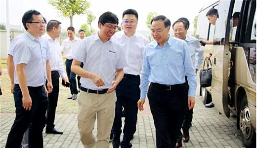 重庆市长唐良智到重庆华中数控,实地调研大数据智能化发展