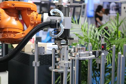 机遇之下 机器人能否分羹口罩百亿市???